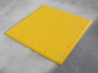 Polymer/rubber trailer plate